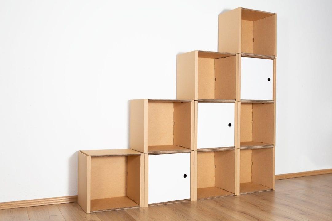 Stufenregal groß - 3 Türen / weiß von Room in a Box