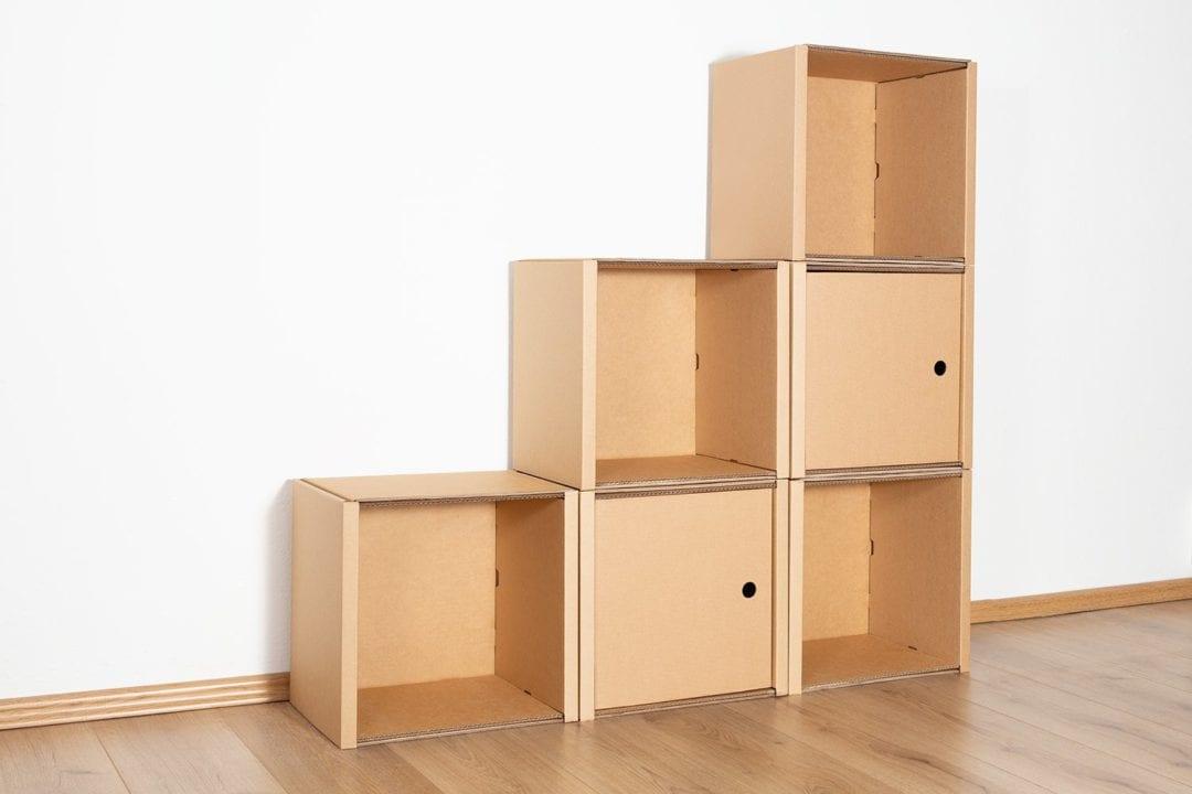 Stufenregal klein - 2 Türen / natur von Room in a Box