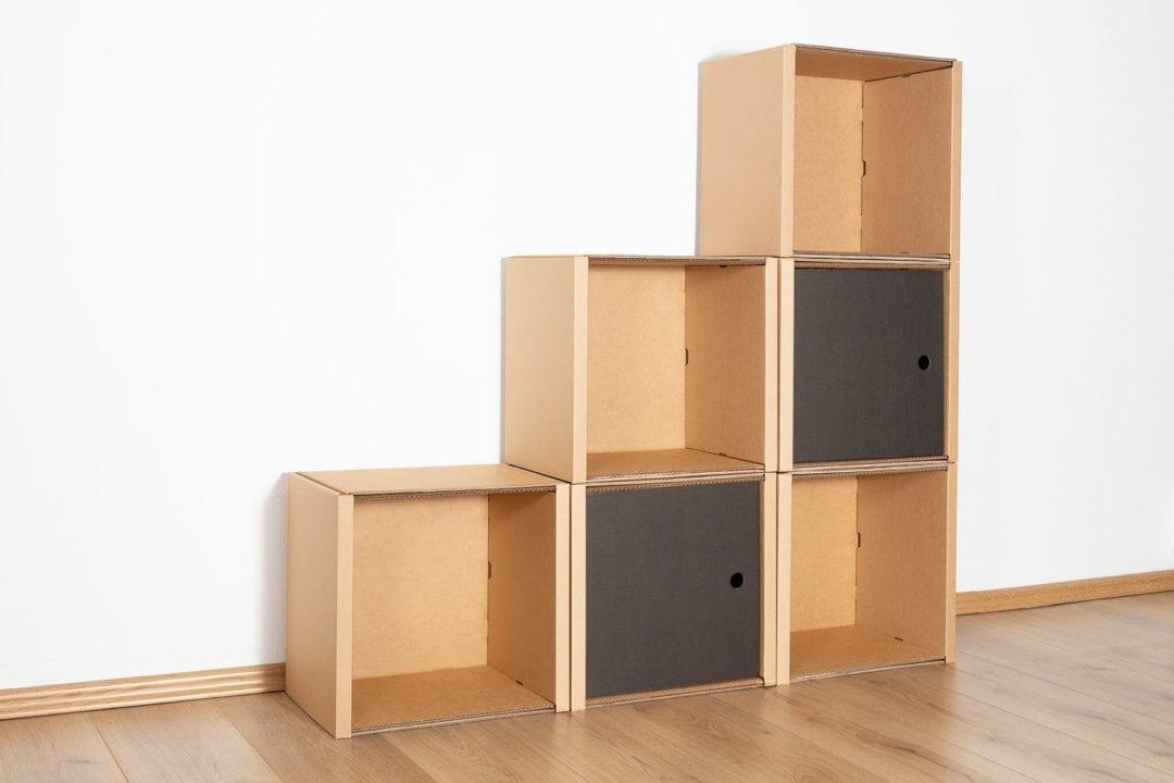 Stufenregal klein - 2 Türen / schwarz von Room in a Box