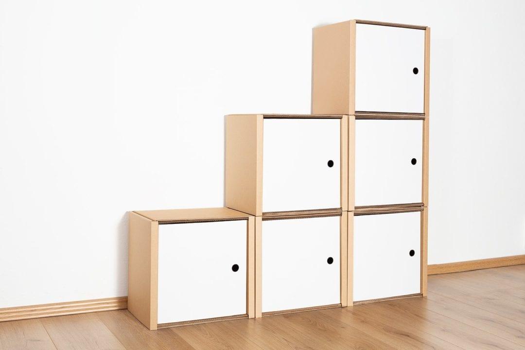 Stufenregal klein - 6 Türen / weiß von Room in a Box