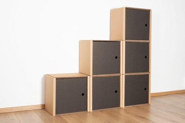 Stufenregal klein - 6 Türen / schwarz von Room in a Box