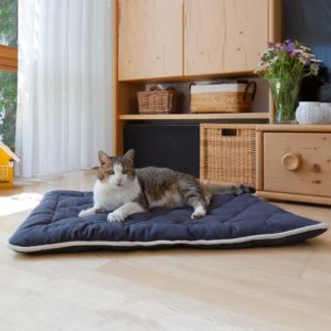 "Katzen-Steppdecke ""Estera"" - 80x60cm - weinrot von allnatura"