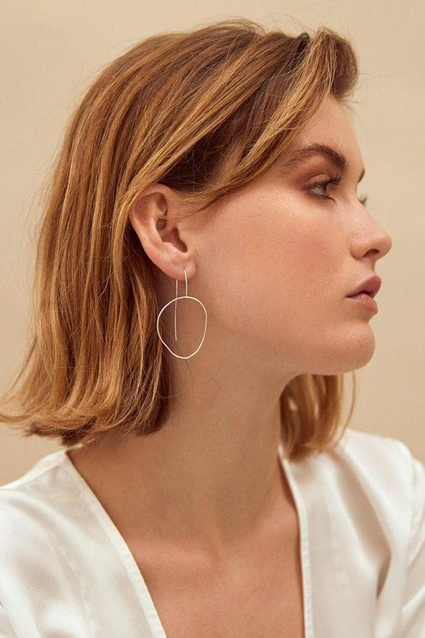 Hand Formed Oval Hoops Ohrringe Silber von Wild Fawn