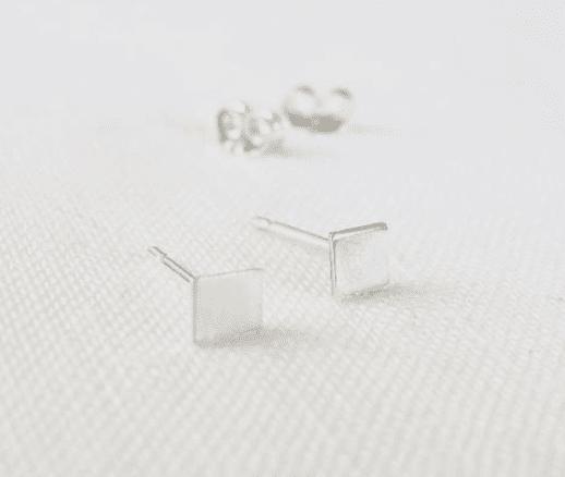 Small Silver Square Ohrstecker von Wild Fawn