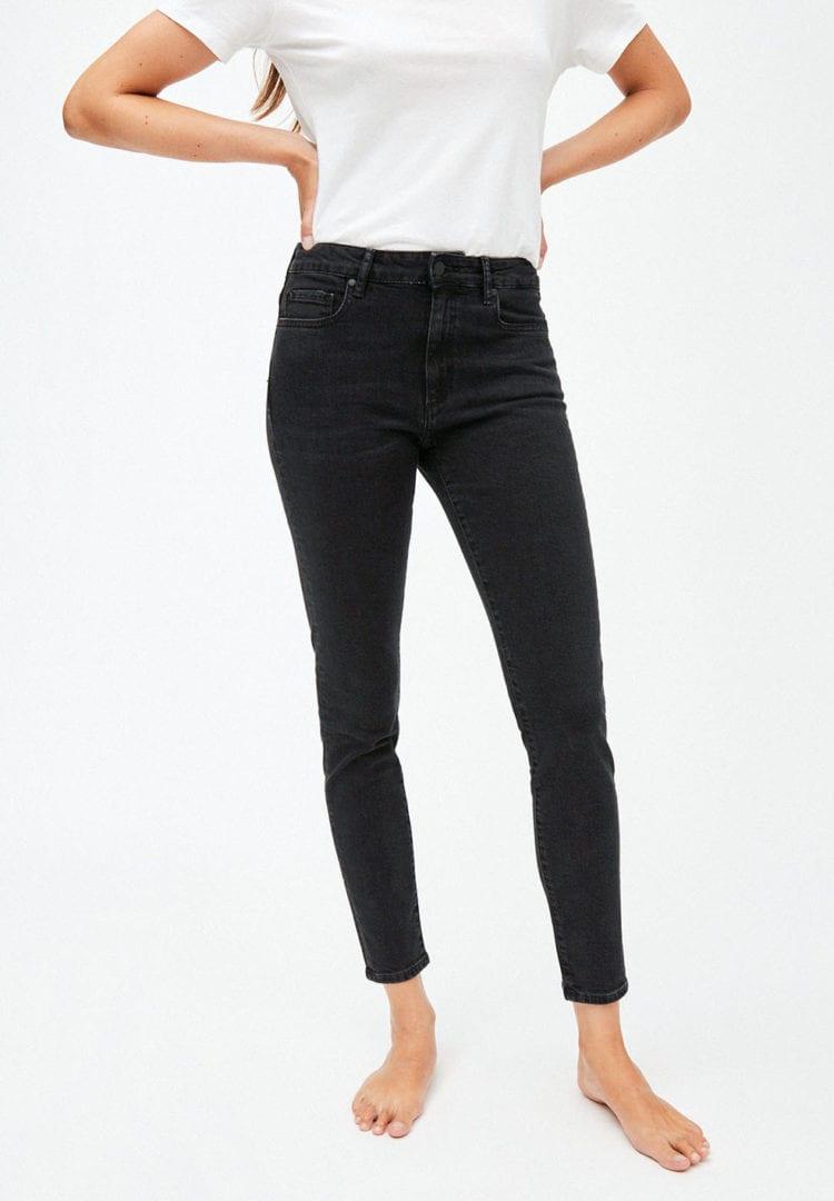 Jeans Tillaa In Washed Down Black von ArmedAngels