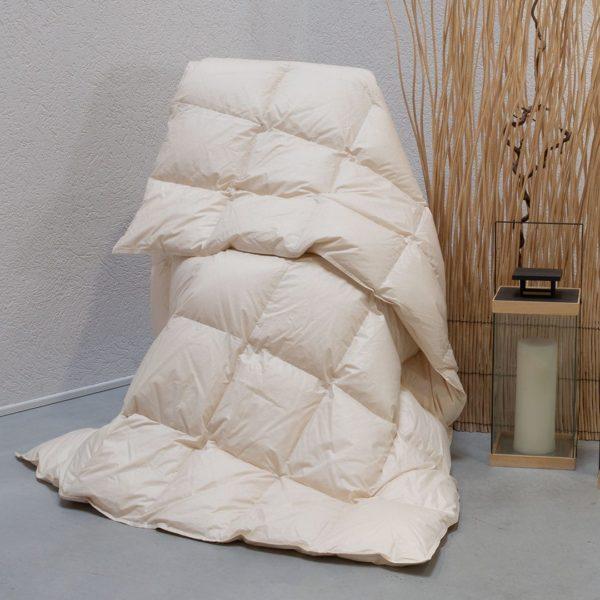"Daunen-Leicht-Bettdecke ""Ansara-Organic"" - 200x200 cm von allnatura"
