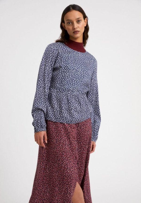 Bluse Hennaa Minifloral In Indigo von ArmedAngels