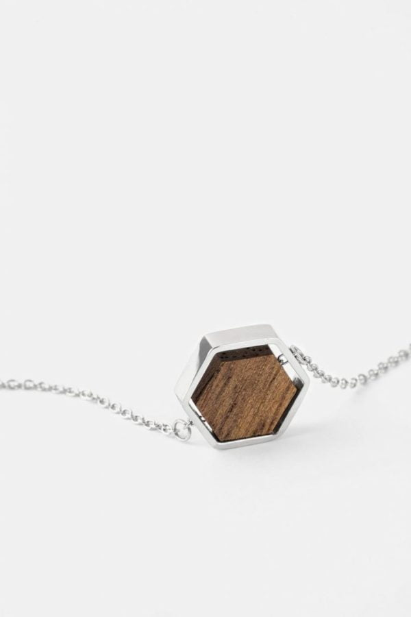 Schmuck Hexa Necklace - Walnut Shiny Silver von Kerbholz