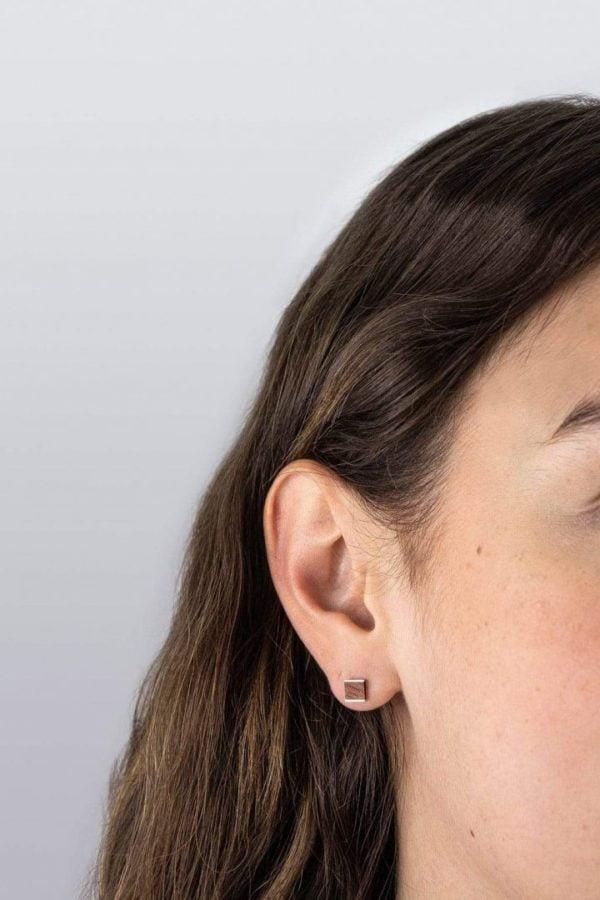 Schmuck Square Earring - Walnut Shiny Silver von Kerbholz